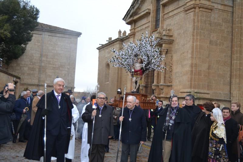 Los mayordomos de San Sebastián a la salida de la Catedral