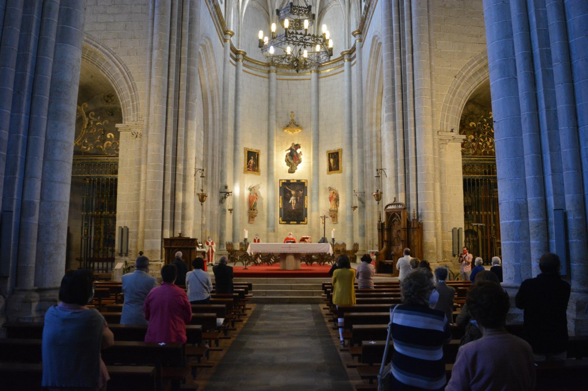 Celebración de la Eucaristía en la Catedral.